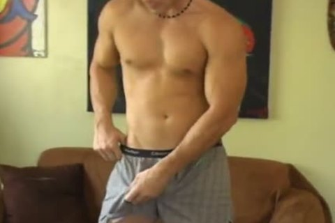 Tough guy Damian receives nude and Masturbates