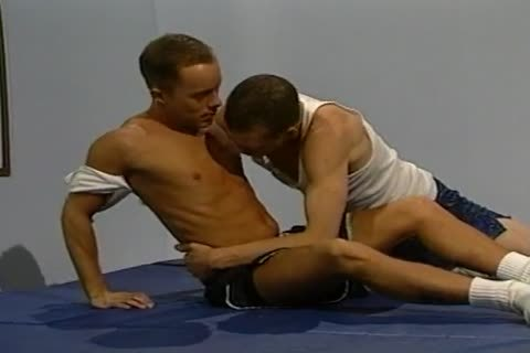 Steve O\'Donnell And Mason Walker Work Out Each Otthis chabr.