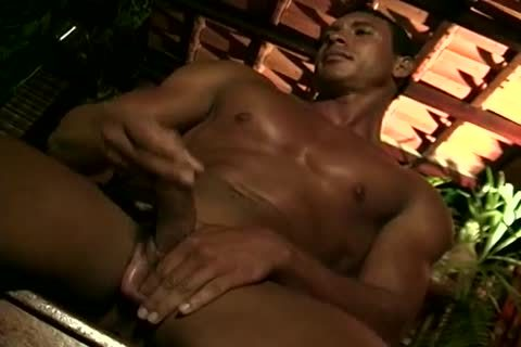 cutieo enjoying his sexual Appetite With Hand Job In Single