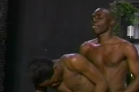 Two lusty black mans Have homosexual Sex At Ttgreetingss manir Local Bar