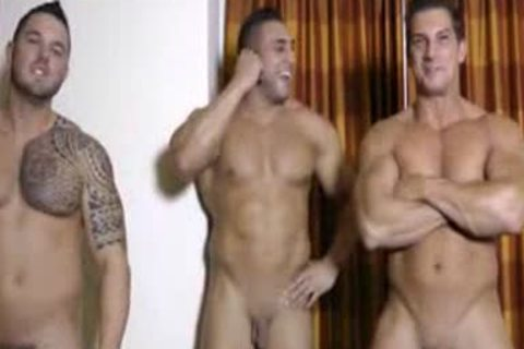 3 Hunks wanking And Showering