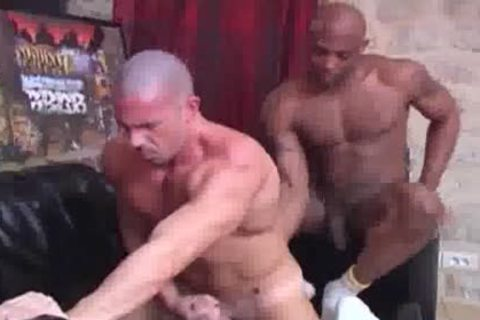 Interracial Muscle 3some