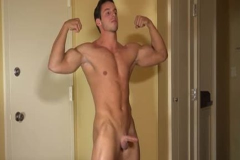 Muscle guy Solo Tugging