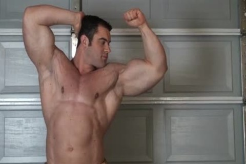 Muscle man nude Stripping
