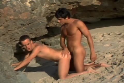 A homo pair Have Sex On A Beach Outside