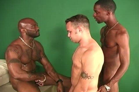 black males Sharing The butthole Of A White man