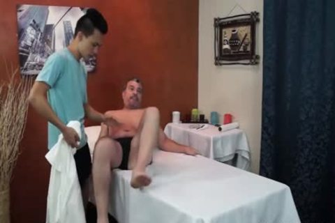 Daddy Mike unprotected plows asian Masseur