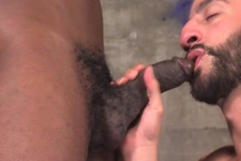 Muscled guy Cums Bbc
