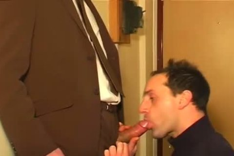 Full video: An innocent Worker Serviced His monstrous dick By A twink!