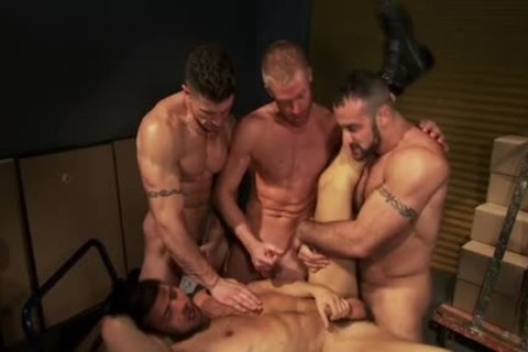 Muscled Hunk spunk 4some