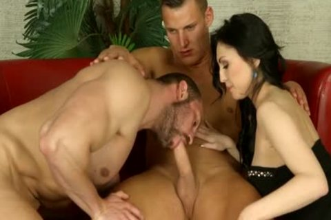 ambisexual Muscle 3some