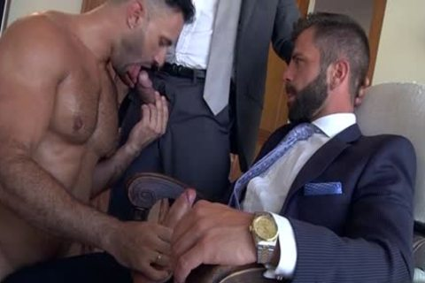 Muscle homosexual males 3some With cumshot