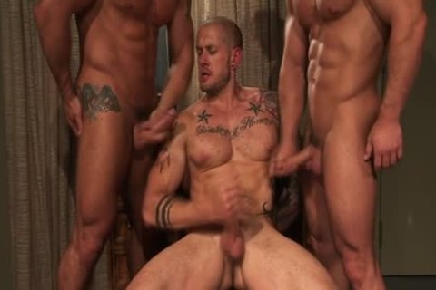 Muscly Hung Hunk three-some cum