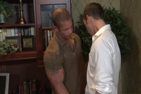 Tattoo Bodybuilder thrashing And ejaculation