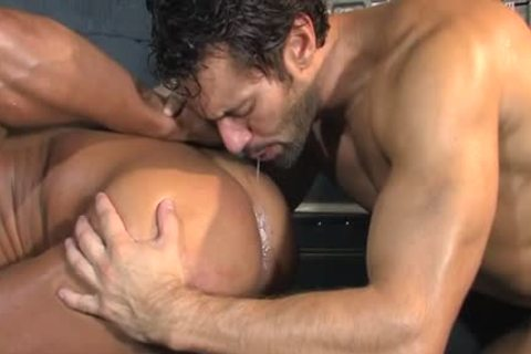 Tattoo Bodybuilder anal And cumshot