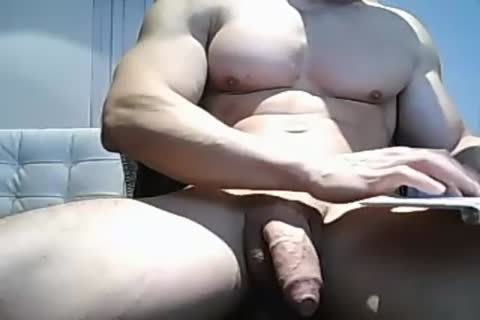 Muscle twink Pulls His big Uncut 10-Pounder