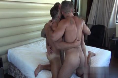 Muscle Bear blowjob With cumshot