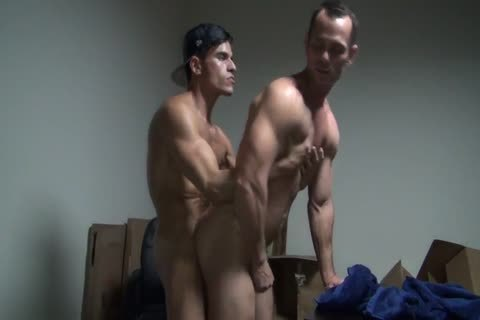 8b Muscle Slab Gives A bare Creampie