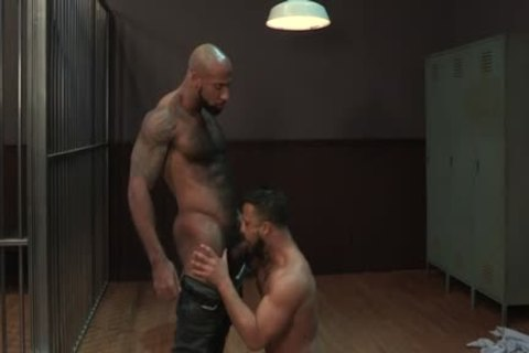 large penis Bodybuilder oral sex job With cumshot