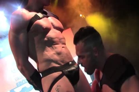 Live kinky pounding On Stage