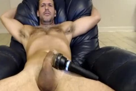 Hunk Vibrating His 10-Pounder On web camera